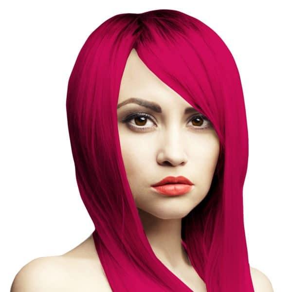malinově červena barva vlasů