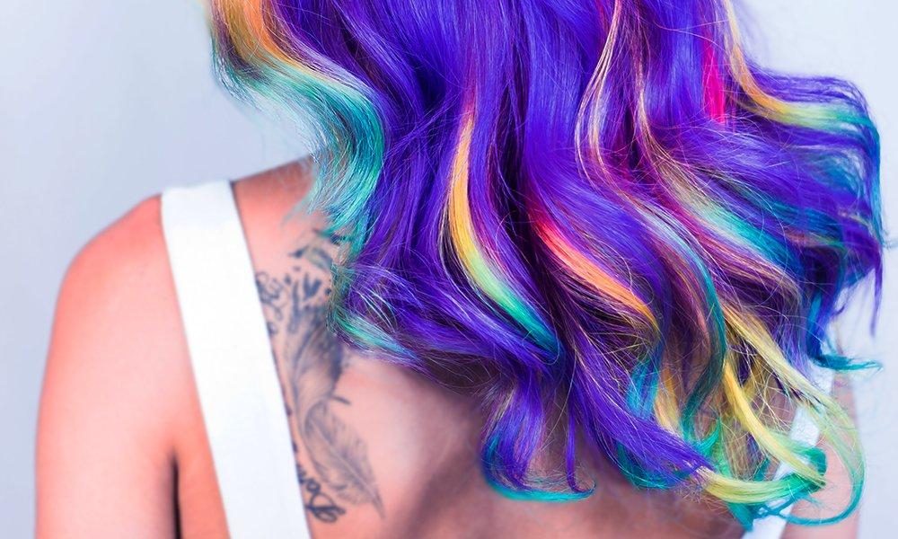 modrovialova barva vlasy
