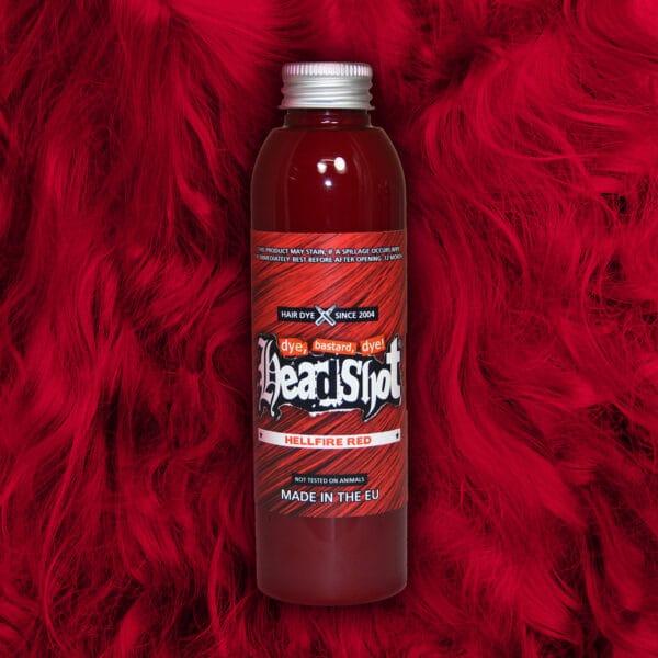 křiklavě ohnivě červené vlasy barva
