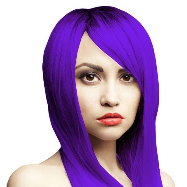 sytě fialové vlasy
