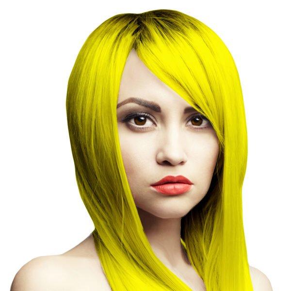 neonově žlutá barva na vlasy